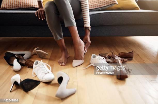peut-être que ceux-ci feront - chaussures noires photos et images de collection