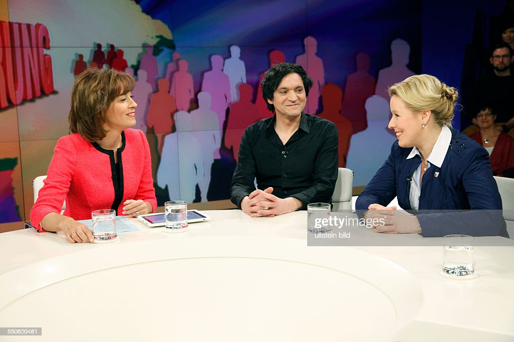 Maybrit Illner Dzoni Sichelschmidt Und Dr Franziska Giffey In Der News Photo Getty Images