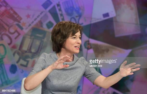 Maybrit Illner in ihrer ZDFTalkshow maybrit illner am in Berlin Integration oder Spaltung Was kostet uns der soziale Frieden