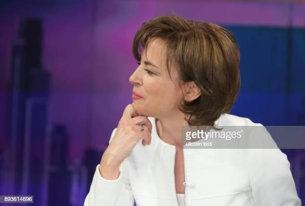Maybrit Illner in ihrer ZDFTalkshow maybrit illner am in Berlin Die dunkle Welt der SuperReichen Vermögen verschleiert und versteckt