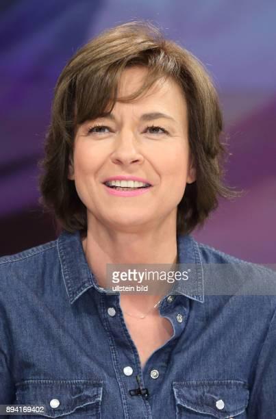 Maybrit Illner in ihrer ZDFTalkshow maybrit illner am in Berlin Frankreich im Ausnahmezustand Zwischen EMFieber und TerrorAngst