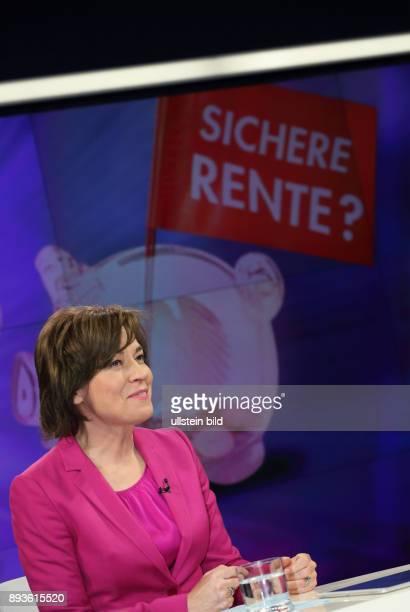 Maybrit Illner in ihrer ZDFTalkshow maybrit illner am in Berlin Antanzen zur Integration Wie deutsch müssen Ausländer werden