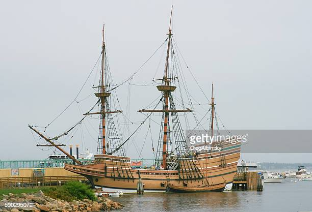 mayflower ii sailing ship replica, plymouth, massachusetts, usa. - plymouth massachusetts stock photos and pictures