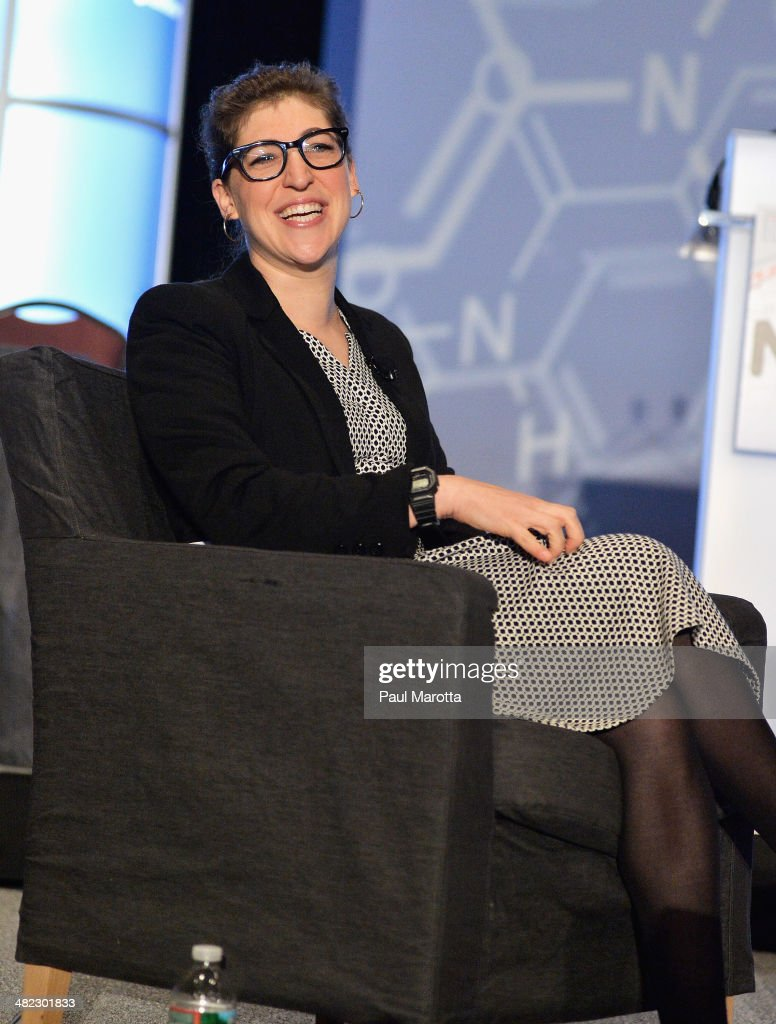 Mayim Bialik Speaks At National Science Teachers Association Convention : News Photo