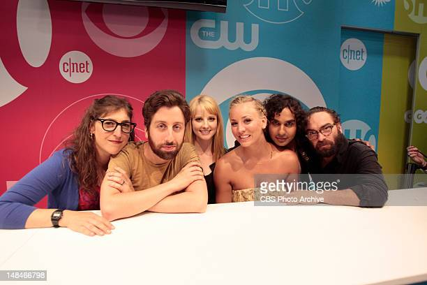 Mayim Bialik Simon Helberg Melissa Rauch Kaley Couco Kunal Nayyar and Johnny Galecki of THE BIG BANG THEORY at the CBS booth signing during ComicCon...