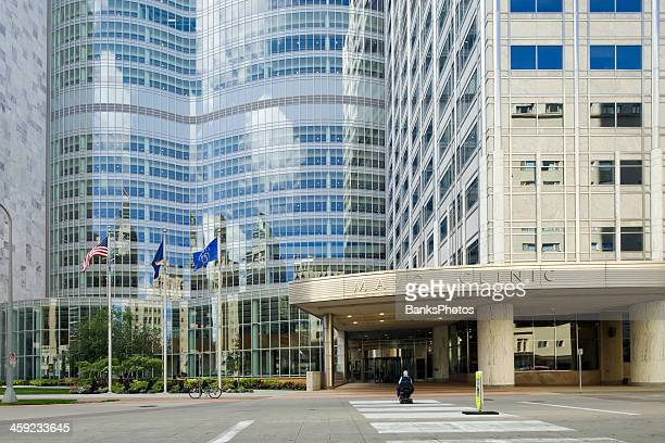 mayo clinic gonda building east entrance - clinic stock pictures, royalty-free photos & images