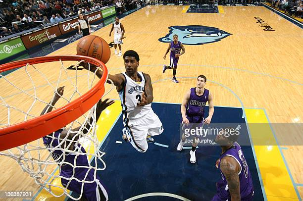 Mayo of the Memphis Grizzlies drives to the basket against the Sacramento Kings on January 3, 2012 at FedExForum in Memphis, Tennessee. NOTE TO USER:...