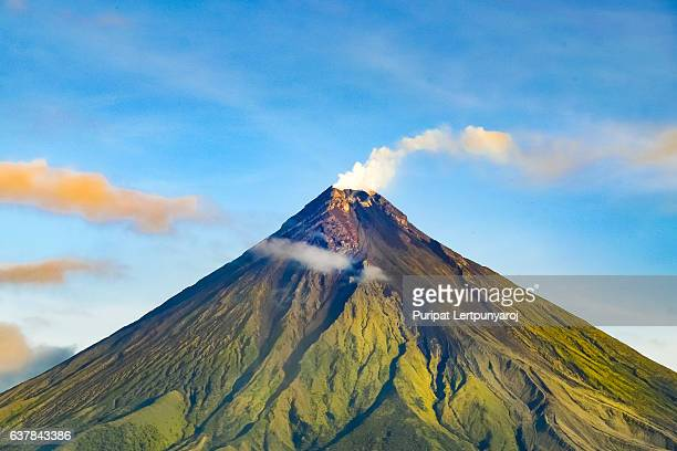 mayon volcano in legazpi, philippines - volcano stock pictures, royalty-free photos & images