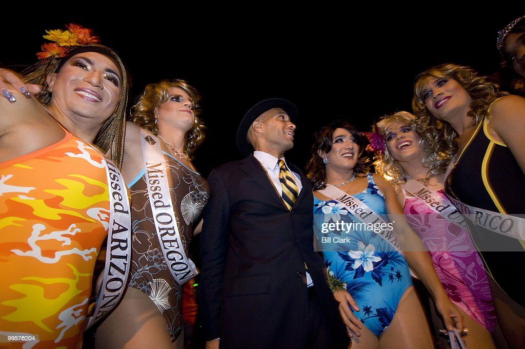 DC Mayor Adrian Fenty poses with contestants of the Missed USA beauty pagent, which was held on 17th St. NW before the annual High Heel Race on Tuesday night, Oct. 30, 2007.