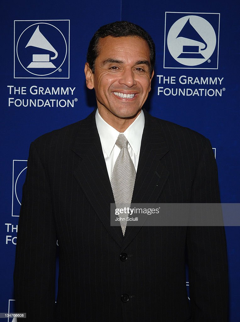 Starry Night Benefit Honoring Los Angeles Mayor Antonio Villaraigosa - Red Carpet
