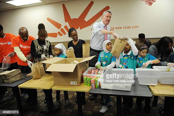 Mayor Bill de Blasio celebrates MLK Jr Day with First Lady Chirlane McCray at the Food Bank for NYC at the Distribution Community Kitchen of West...