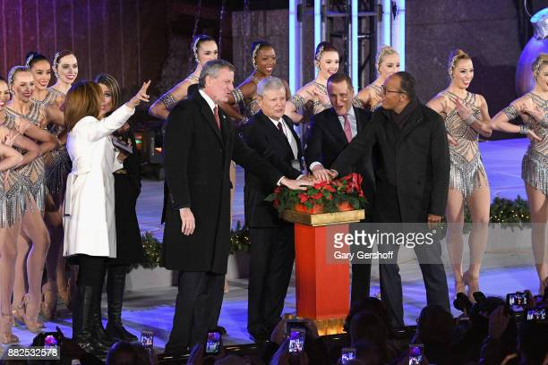 NYC Mayor Bill de Blasio Hoda Kotb Savannah Guthrie Al Roker Jerry Speyer Bob Speyer and Lester Holt seen on stage during the count down for the 85th...