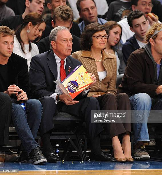 Mayor Michael Bloomberg and girlfriend Diana Taylor attend the Knicks vs the Phoenix Suns Game at Madison Square Garden on December 1 2009 in New...