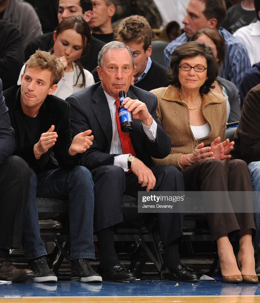 Celebrities At The Knicks VS The Phoenix Suns Game - December 1, 2009