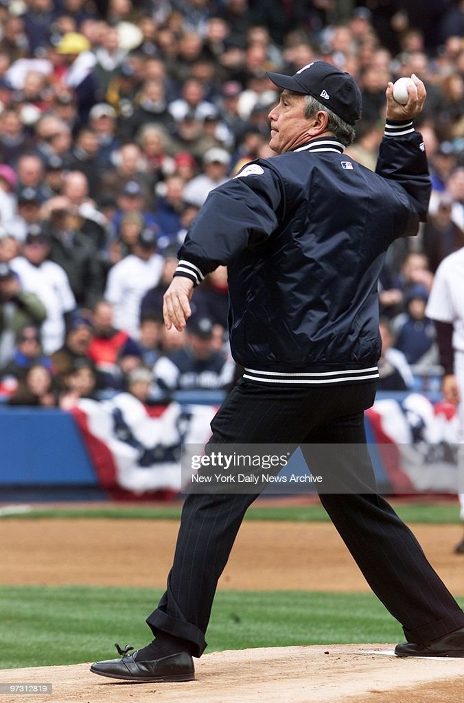 Mayor Michael Bloomberg throws out the first pitch of the Ne : News Photo