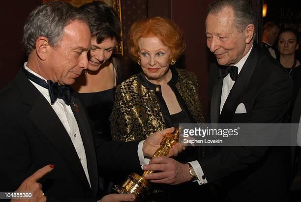 Mayor Mike Bloomberg Diana Taylor Arlene Dahl and Arthur Manson Chair of The Acadeny's New York Events Committee admire Oscar