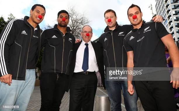 Mayor of Auckland Len Brown poses for a photo with Hosea Gear Juilan Savea Wyatt Crockett and Israel Dagg of the New Zealand All Blacks during the...