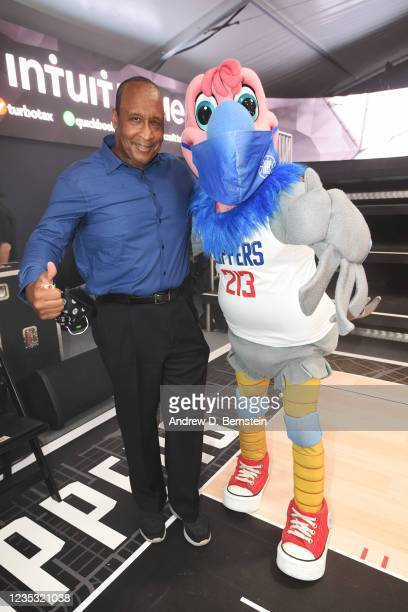 Mayor of Inglewood James T. Butts Jr. And Mascot Chuck of the LA Clippers pose during the LA Clippers ground breaking on Intuit Dome on September 17,...