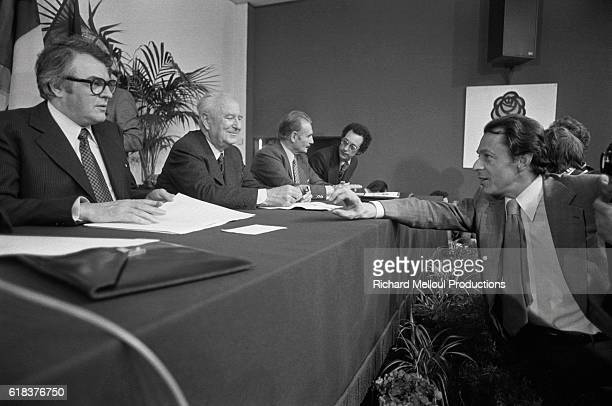 Mayor of Lille Pierre Mauroy Mayor of Marseille Gaston Deferre and Mayor of ConflansSainteHonorine Michel Rocard converse at a meeting The...