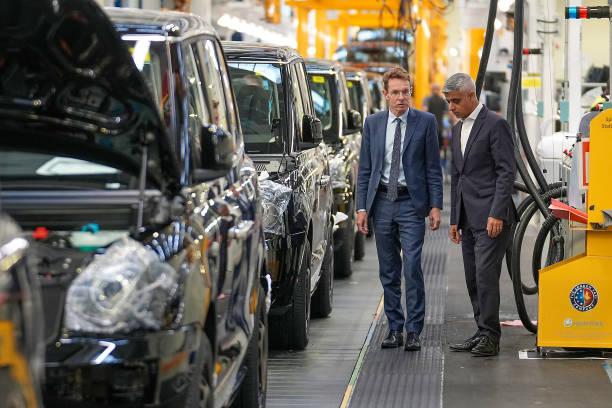 GBR: Metropolitan Mayors Visit London Electric Vehicle Company