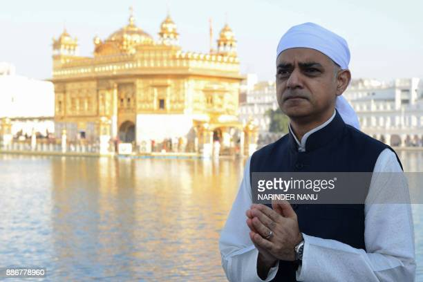 Mayor of London Sadiq Khan poses for a picture during his visit to the Golden Temple complex in Amritsar on December 6 2017 / AFP PHOTO / NARINDER...