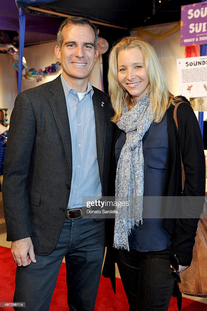 Mayor of Los Angeles Eric Garcetti (L) and actress Lisa Kudrow attend Express Yourself 2015 to benefit P.S. ARTS, providing arts education to 25,000 public school students each week at Barker Hangar on November 15, 2015 in Santa Monica, California.