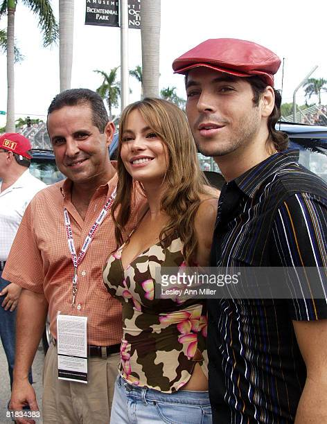 Mayor of Miami Manny Diaz race Grand Marshal Sofia Vergara and Jorge Moreno who sang God Bless America prior to the race