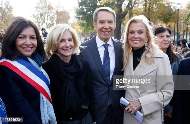 Mayor of Paris, Anne Hidalgo, ambassador to France Jamie Mc Court , U.S. Artist, Jeff Koons and former U.S. Ambassador to France, Jane Hartley pose...