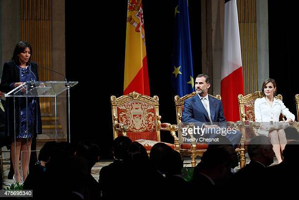 Mayor of Paris Anne Hidalgo delivers a speech during a ceremony with King Felipe VI and Queen Letizia of Spain at Hotel de Ville on 03 June 2015 in...