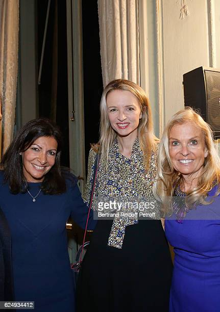 Mayor of Paris Anne Hidalgo Louis Vuitton's executive vice president Delphine Arnault and USA Ambassador to France Jane D Hartley attend the Press...