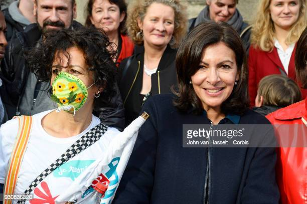Mayor of Paris Anne Hidalgo poses with anti pollution advocates on March 10 2018 in Paris France Pedestrians and cyclists assembled to support a...