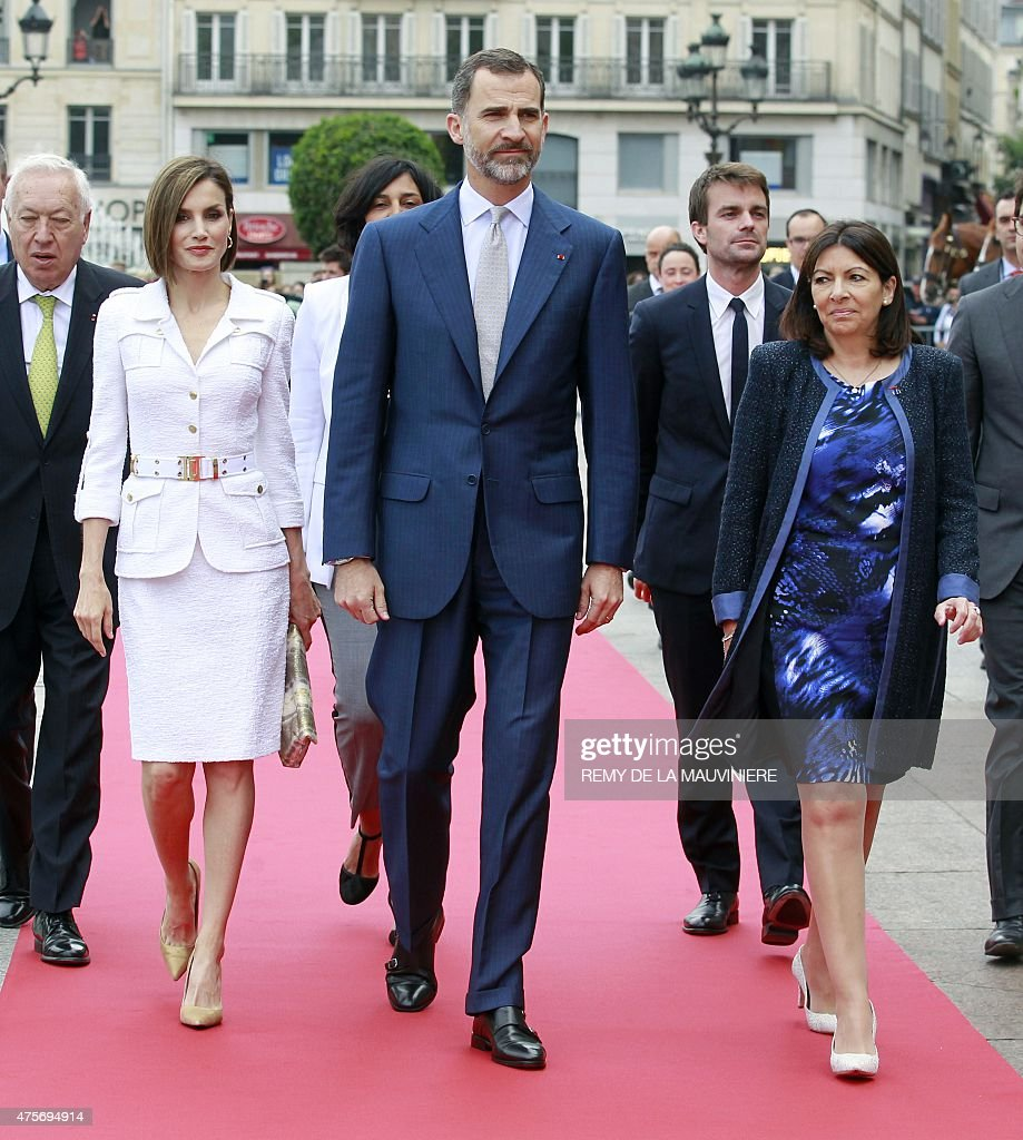 Mayor of Paris Anne Hidalgo (R) walks with Queen Letizia (2nd L) and King Felipe VI of Spain (C) and Spain's Foreign Affairs Minister Jose Manuel Garcia-Margallo (L) upon their arrival at the Paris City Hall on June 3, 2015. King Felipe VI is on a two-day state visit in France.