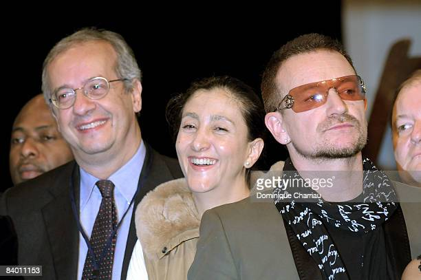 Mayor Walter Veltroni of Rome FrancoColombian politician and former FARC hostage Ingrid Betancourt Laureate of the peace summit Award 2008 and lead...