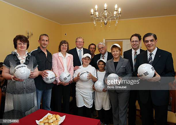 Mayoress of Tatarszentgyoergy coach of the school team Dorothee JanetzkeWenzel German ambassadress to Hungary Hermann Korfmacher vice president of...