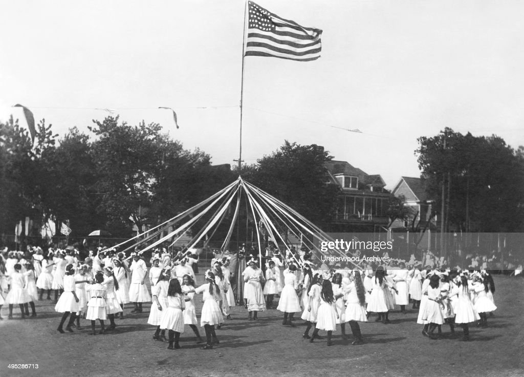 Maypole Dance : News Photo