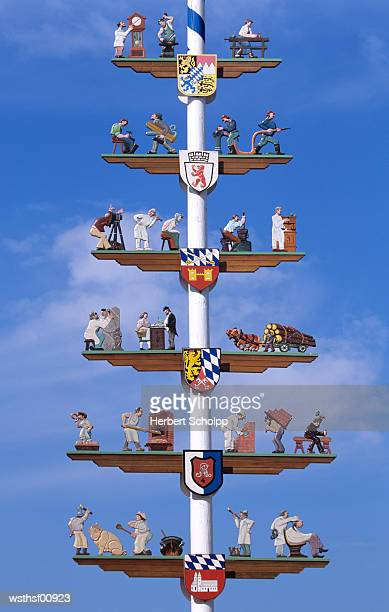 maypole in cham, bavaria, germany - maypole stock pictures, royalty-free photos & images