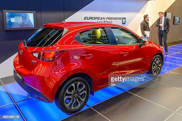 mazda 2/hatchback automóvel compacto - segunda feira - fotografias e filmes do acervo