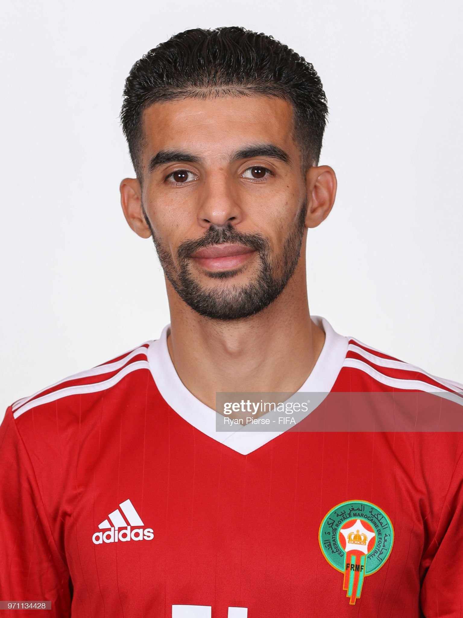 Norteafricanos Mbark-boussoufa-of-morocco-poses-during-the-official-fifa-world-cup-picture-id971134428?s=2048x2048
