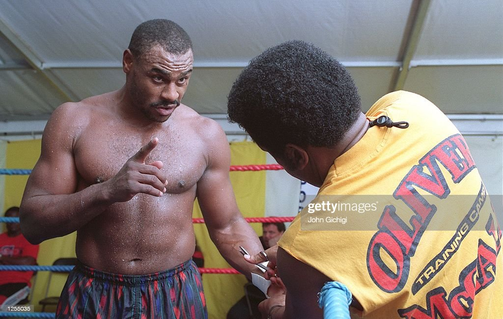 OLIVER MCCALL : News Photo