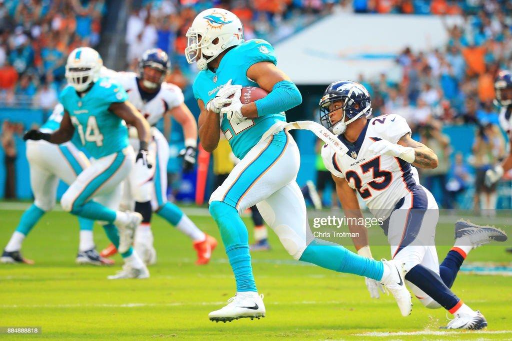 Denver Broncos v Miami Dolphins : News Photo