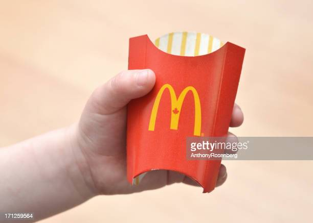 mcdonalds papas fritas - mcdonalds fotografías e imágenes de stock