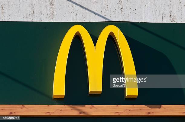 mcdonald's golden arches logo - mcdonald's stock pictures, royalty-free photos & images