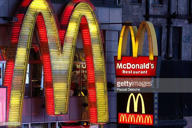 mcdonald's restaurant - mcdonalds fotografías e imágenes de stock