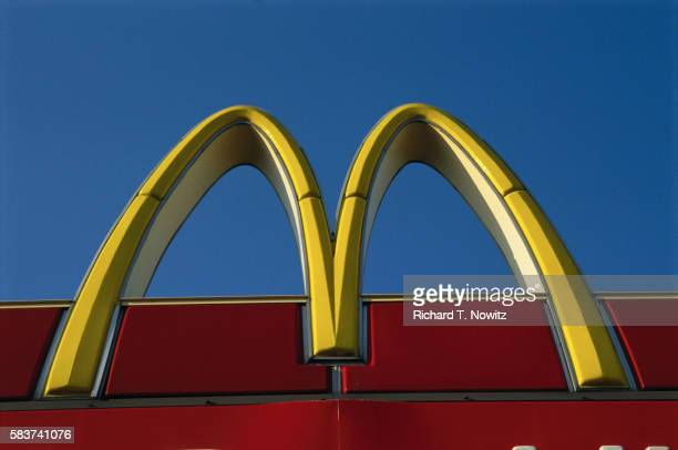 mcdonald's sign - mcdonald's stock pictures, royalty-free photos & images
