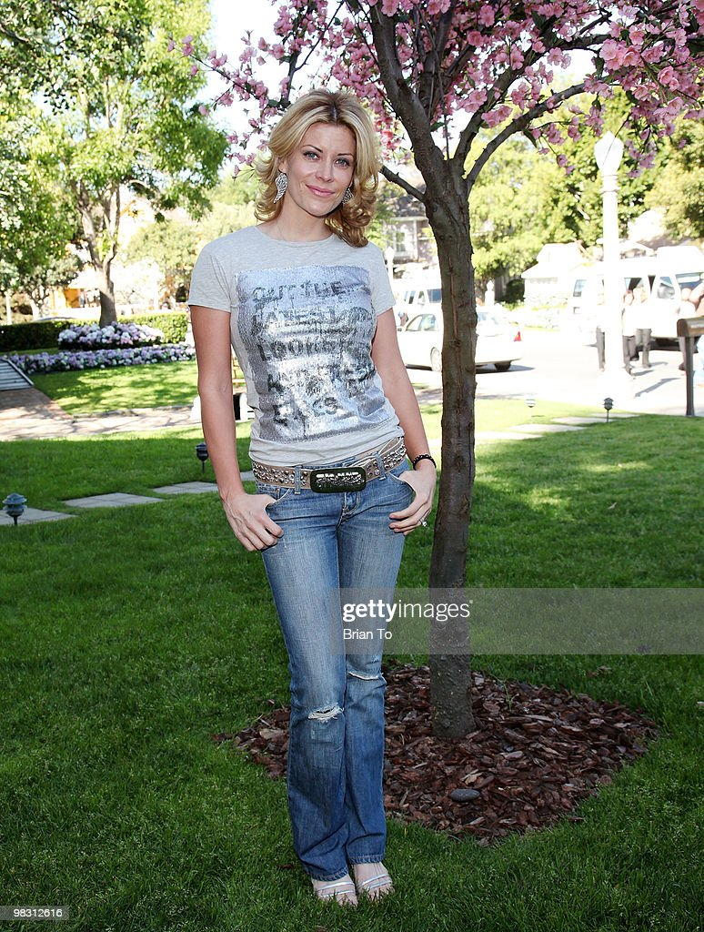 """""""Child Hunger Ends Here"""" Neighborhood Celebrity Rally On Wisteria Lane"""