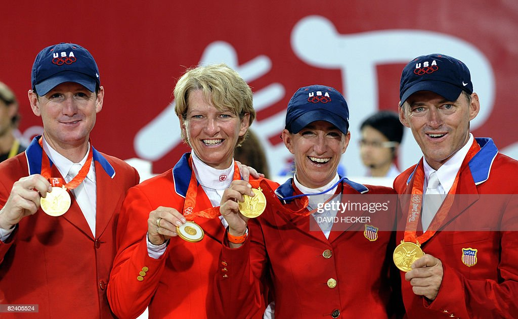Mclain Ward,Beezie Madden, Laura Kraut und Will Simpson of the US celebrate winning gold on the podium of the Olympic equestrian show-jumping - Team on August 18, 2008 in Hong Kong. Canada took silver and Norway claimed bronze.