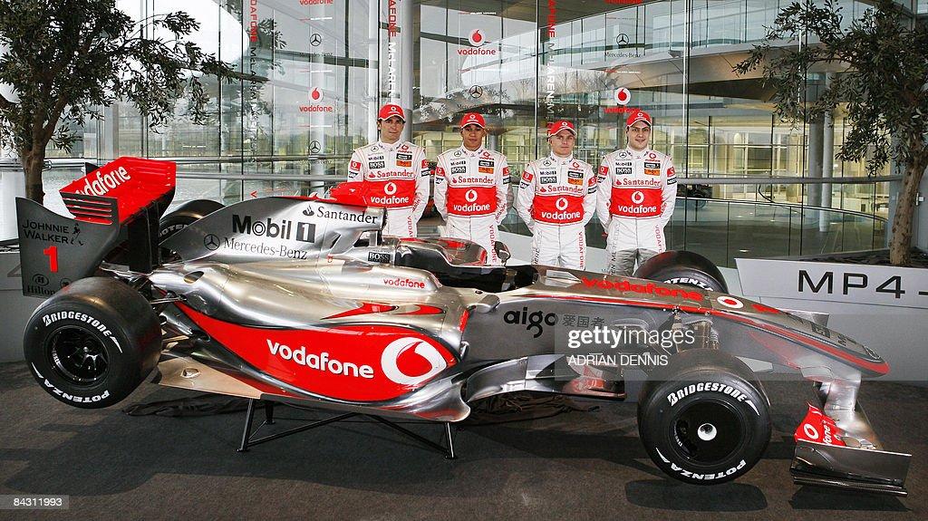 McLaren drivers Pedro De La Rosa (L) Lew : News Photo