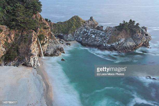 mcway falls at julia pfeiffer - mcway falls stock pictures, royalty-free photos & images