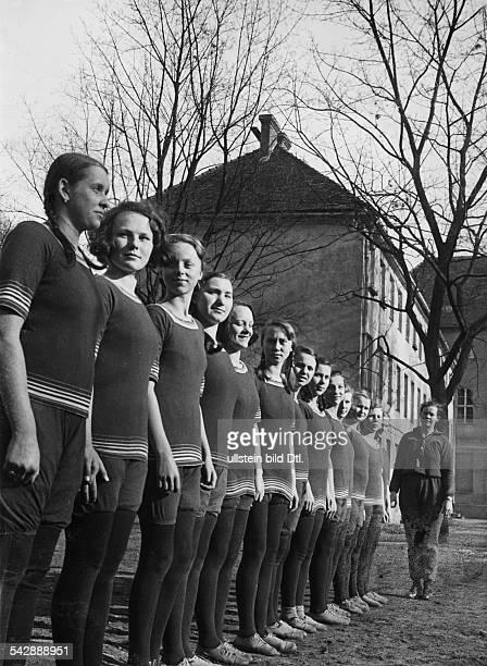 Mädchen beim Turnunterricht in einem Waisenhaus in Potsdamveröffentlicht Berliner Morgenpost