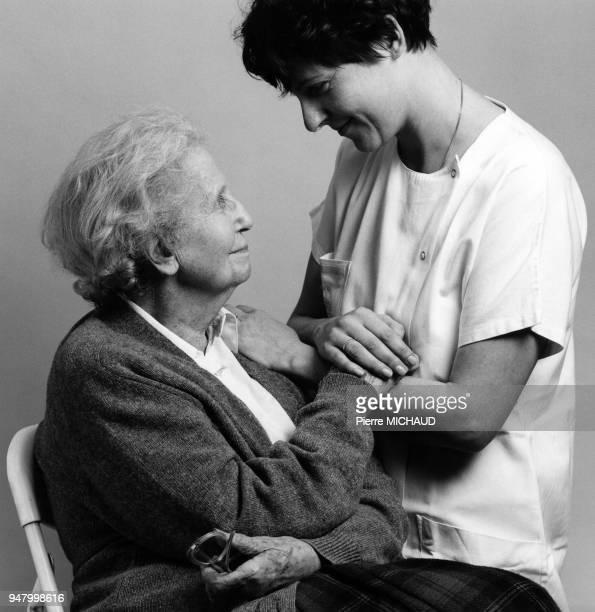 Médecin avec sa patiente en 1994 France